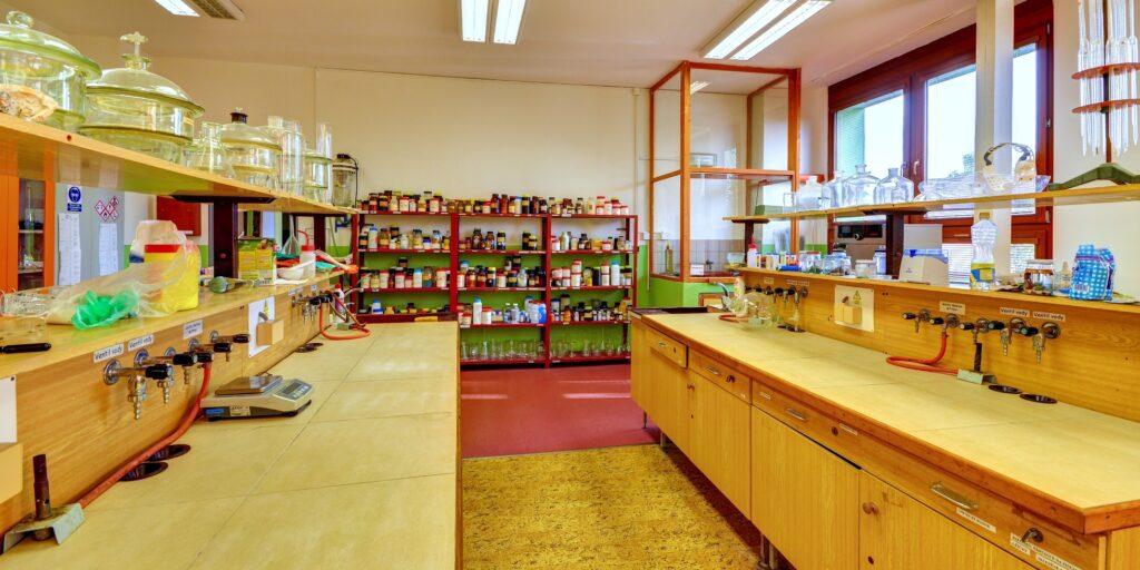 GJP - chemická učebna
