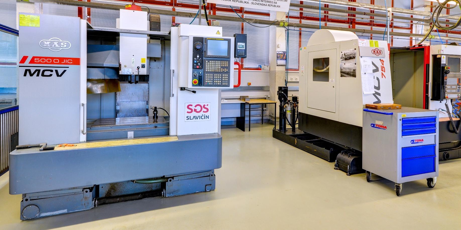 SOŠ - dílny - CNC stroje